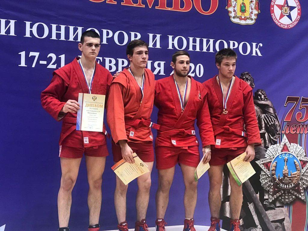 Жданов призер Первенства России по самбо